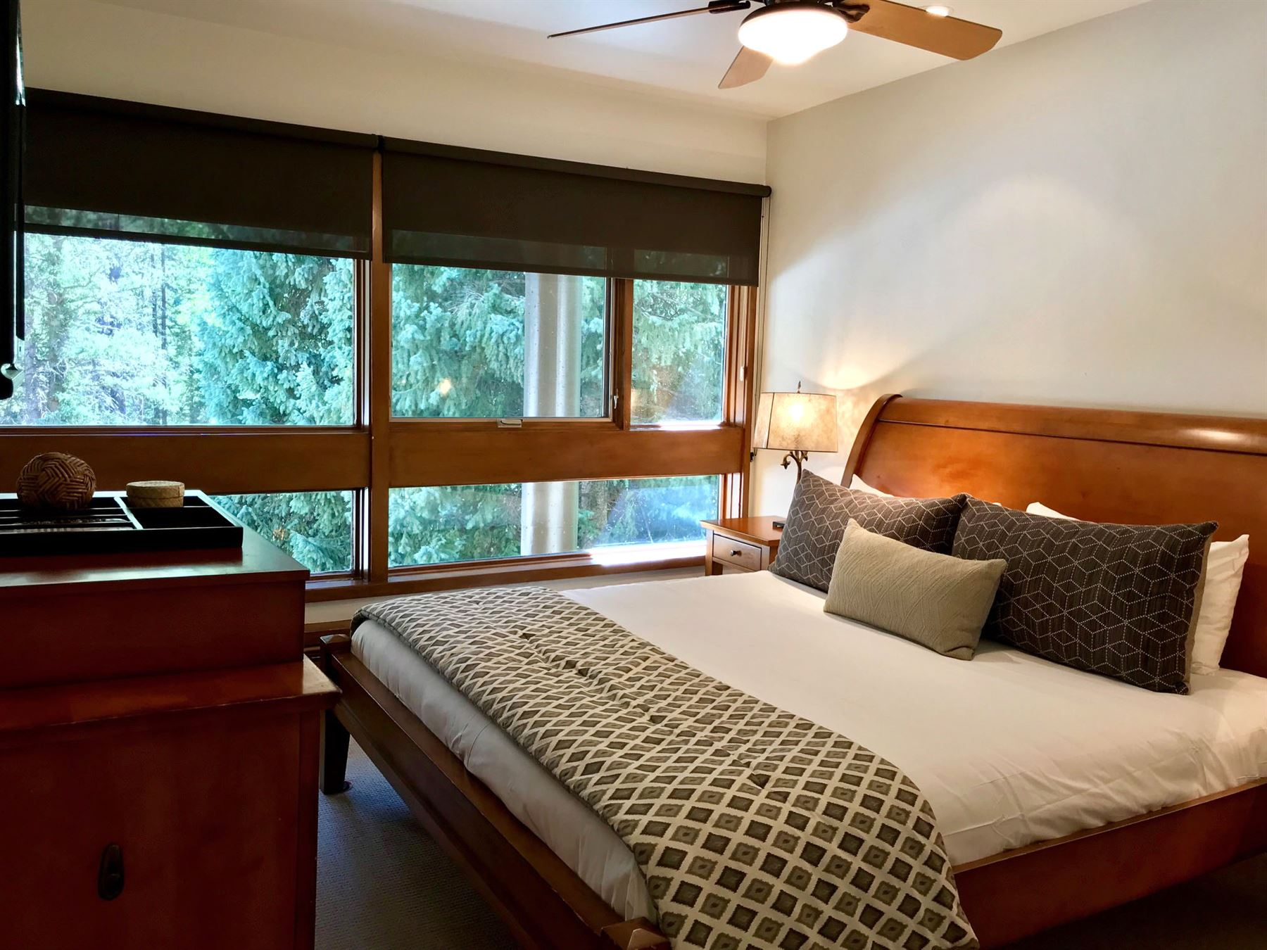 3BPlat_bedroom with california king bed