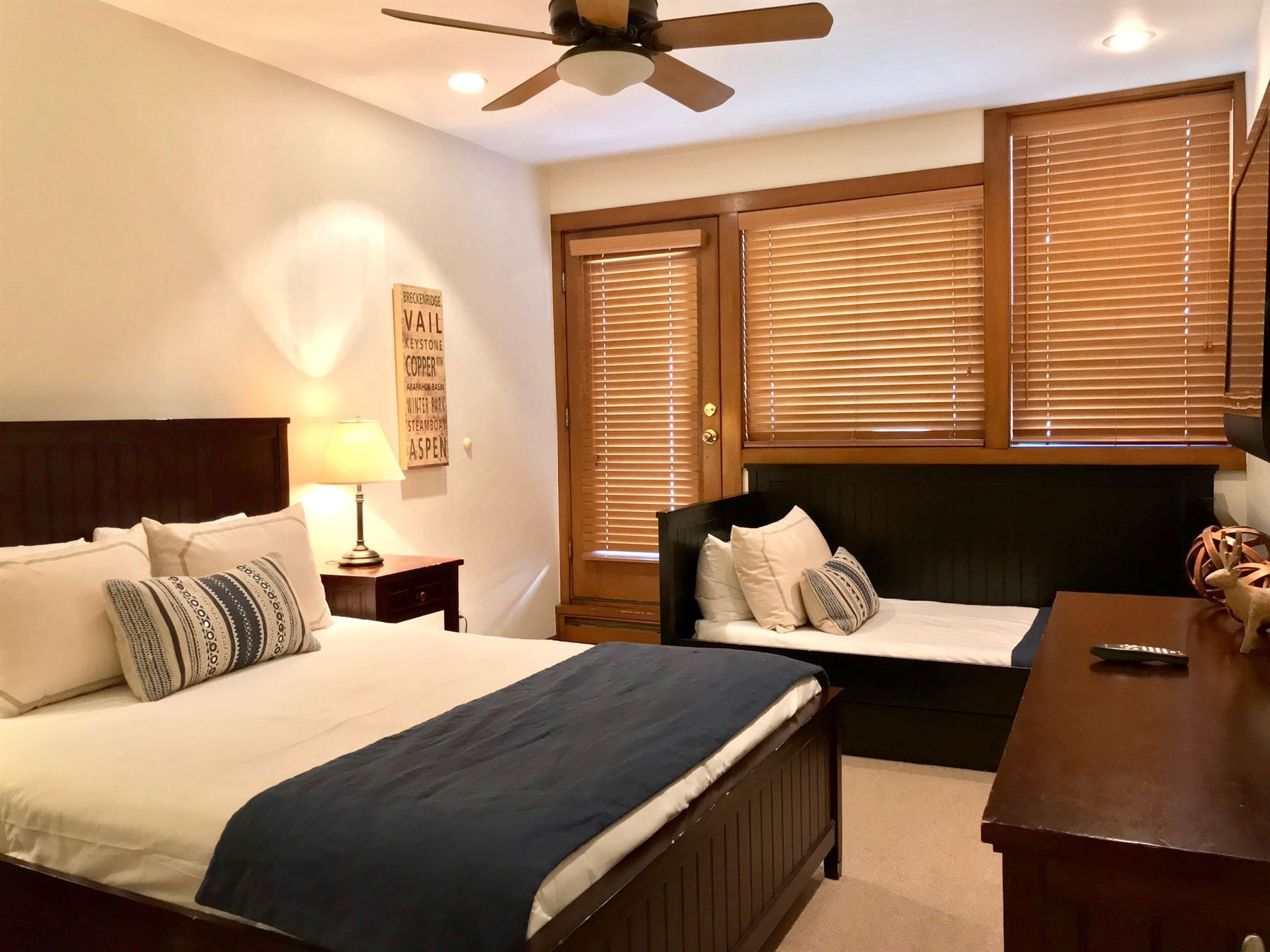 3BPlat_bedroom with king bed