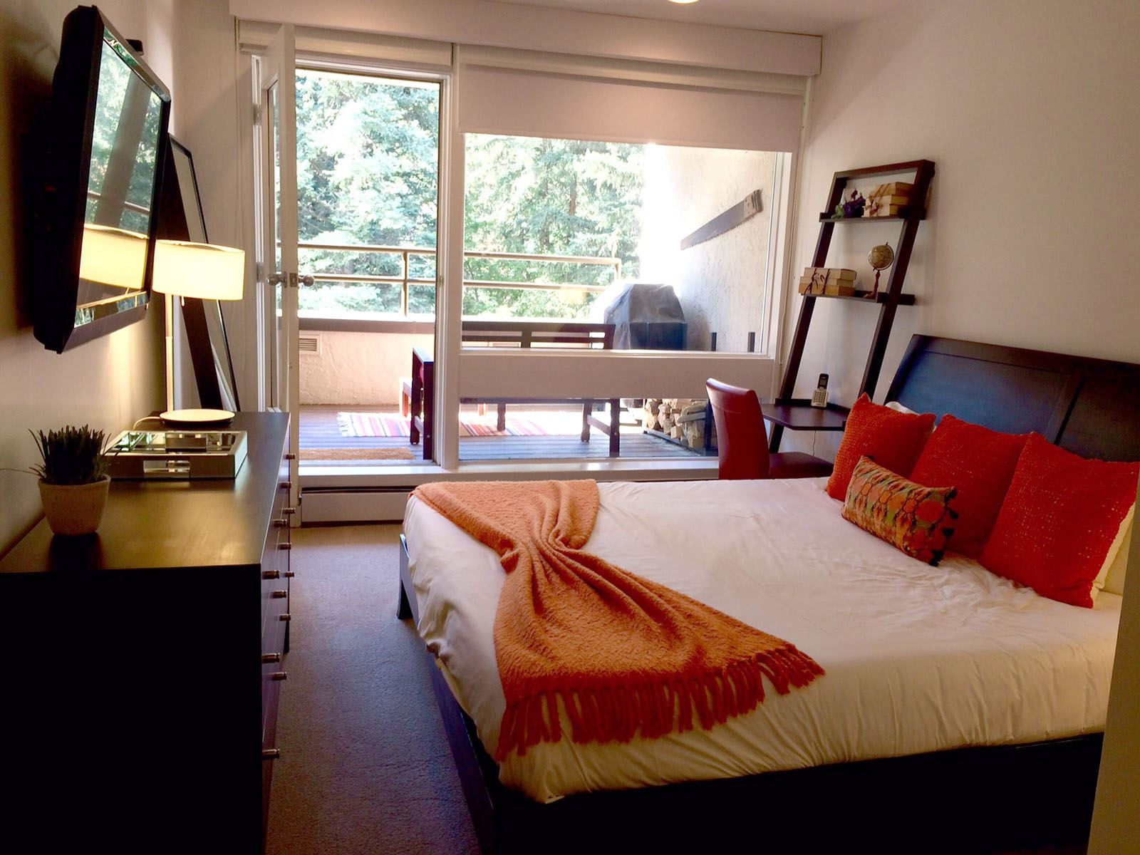 3BPlat_bedroom with private porch
