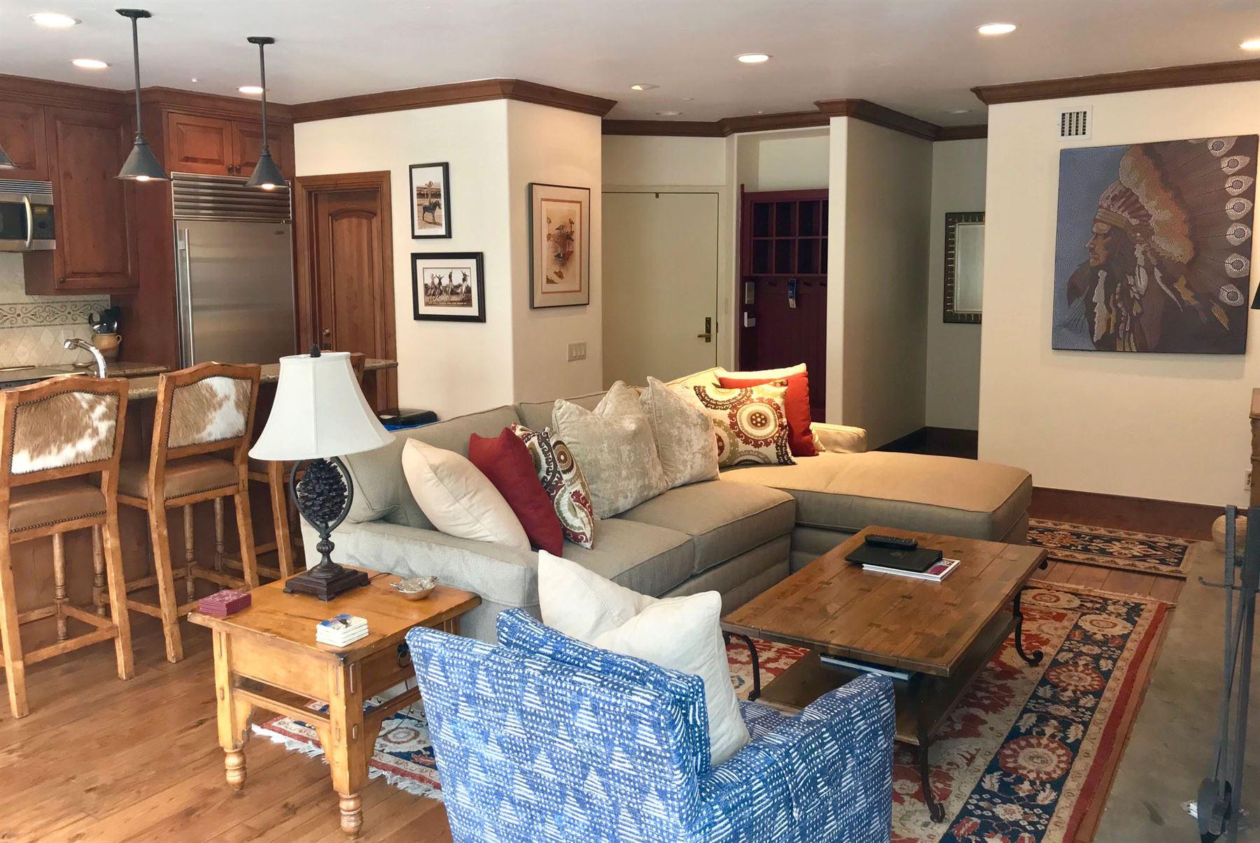 4BR_Plat_living room